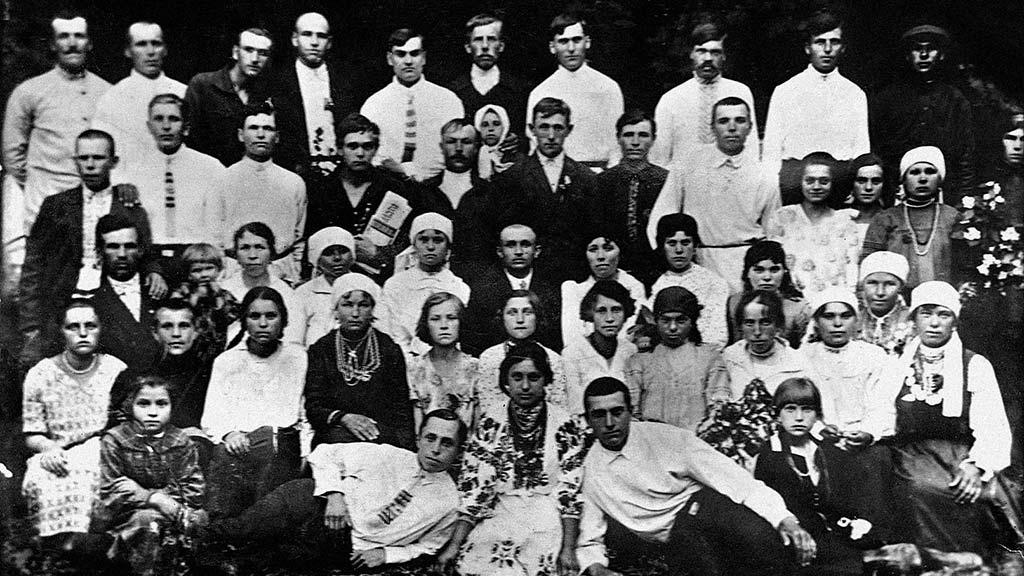 Сільський хор, яким керував С. А. Білянський. У другому ряду, другий ліворуч сидить П. Муравський. Дмитрашківка, 1928.